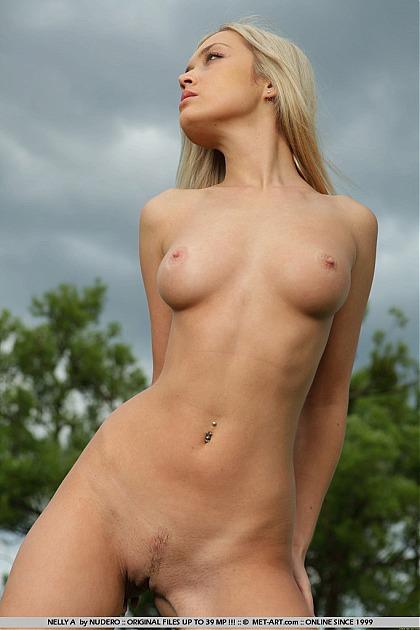 met art nude nelly